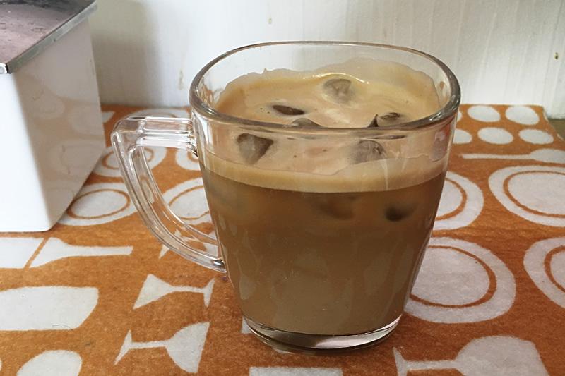 ネスカフェバリスタでのカフェオレの作り方 氷を入れる